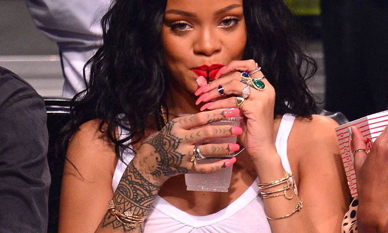 Rihanna wearing Jacquie Aiche rings, cuffs and necklaces, Alison Lou Screw U cuff