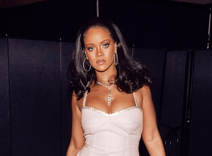Rihanna in pink dress